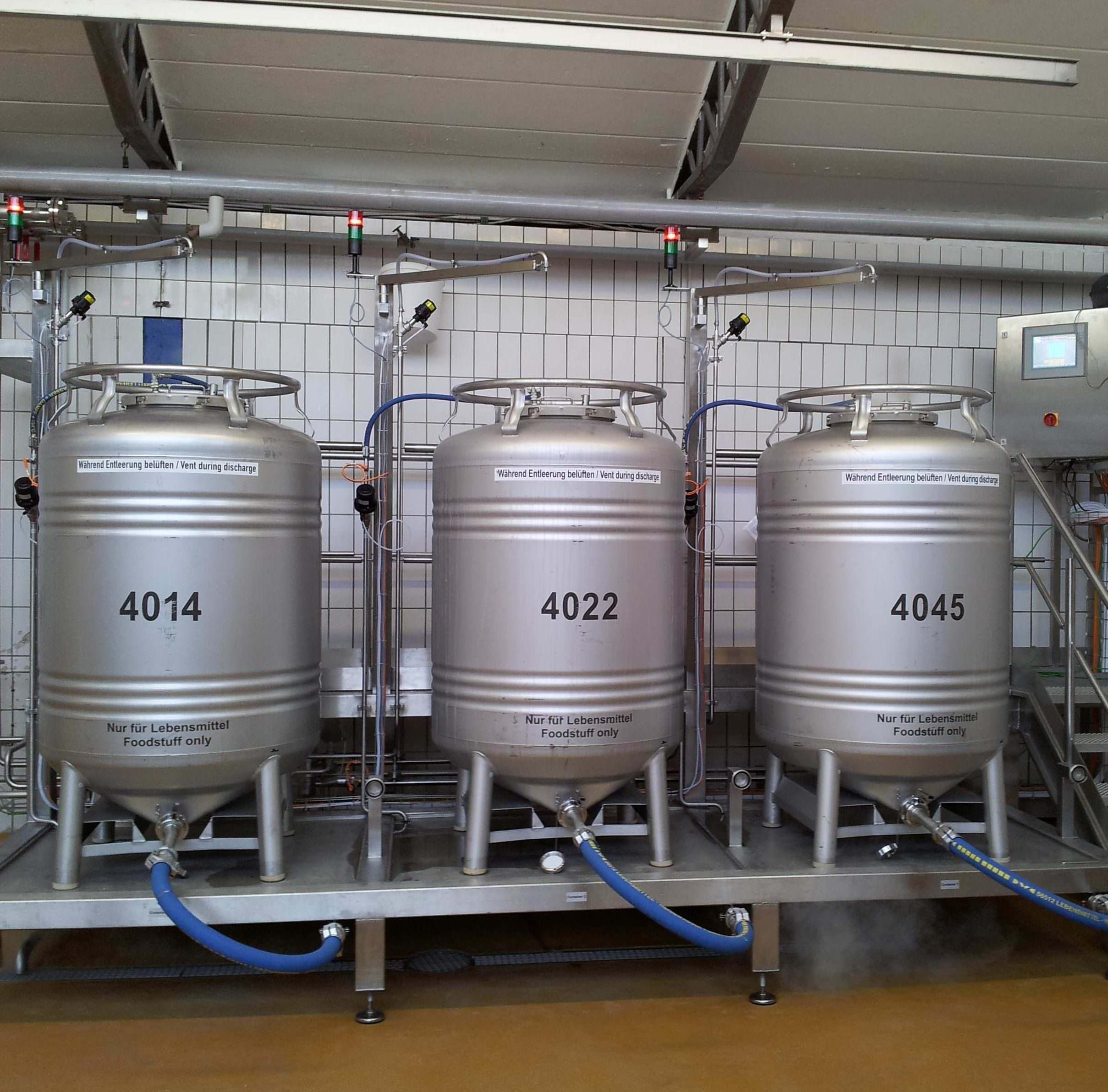 Container bei der Sterilisation mit Steuerung