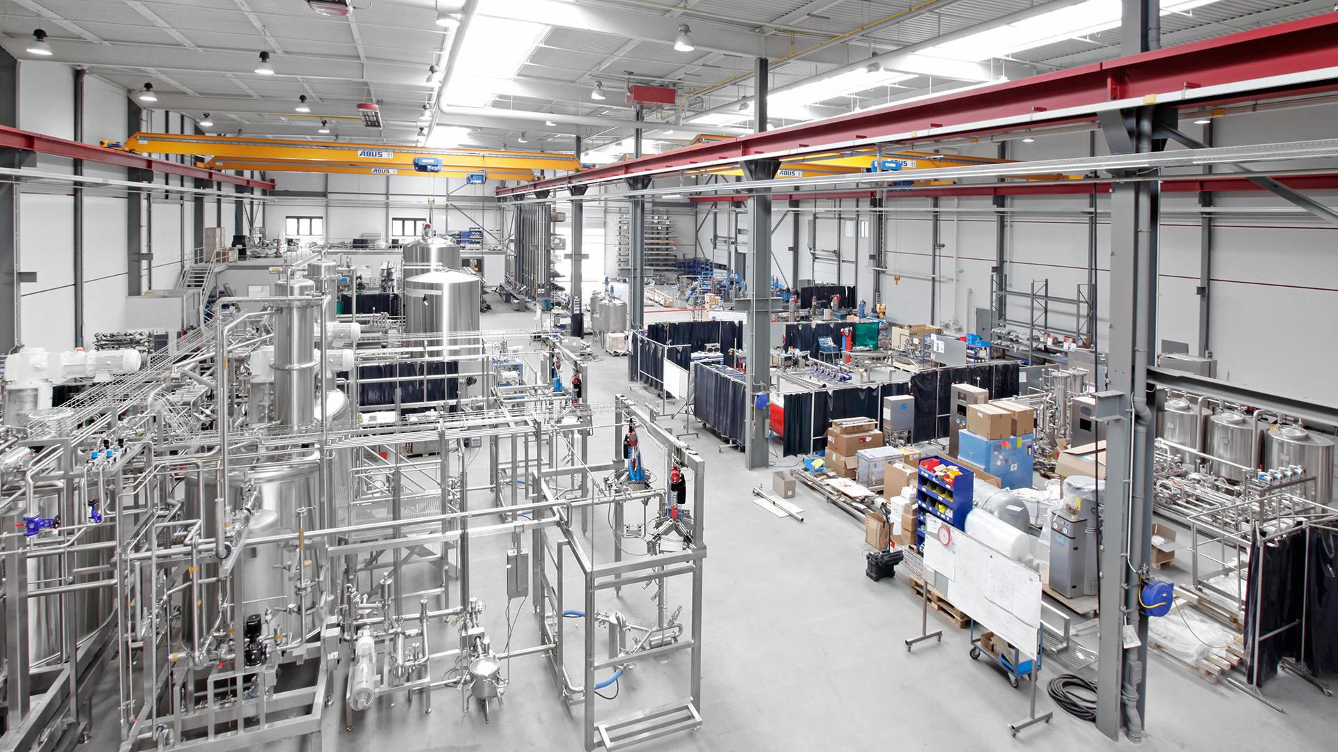 Blick in die Ruland-Montagehalle, verfahrenstechnische Fertigung