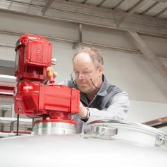 Foto Bernd Lauth Montage Elektroarbeiten