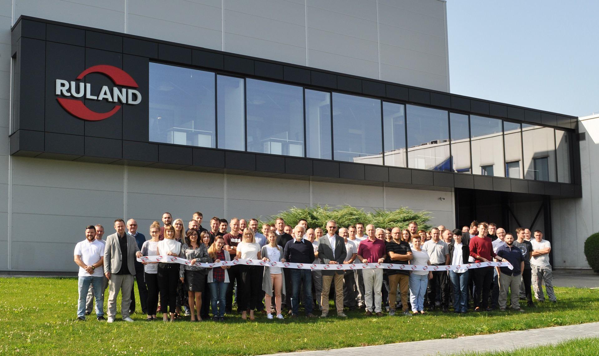 Foto Team Ruland Tychy vor neuer Werkshalle